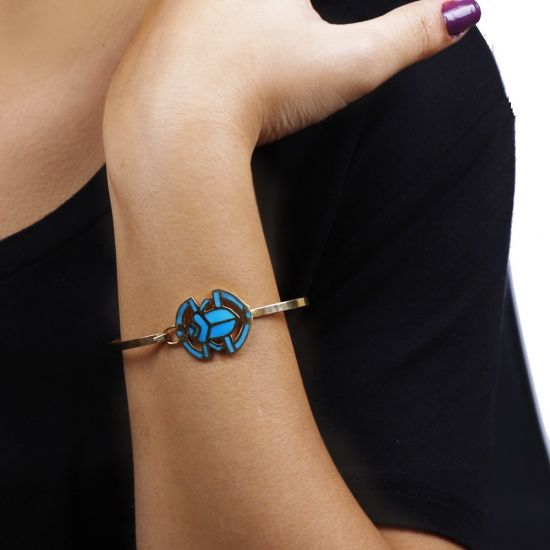 Gold Scarab Bracelet, handmade of 18K Gold and Inlaid with Semi-Precious Turquoise Stone