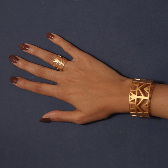 A Small Lotus Pharaonic-Style Bracelet Plated With 18K Gold